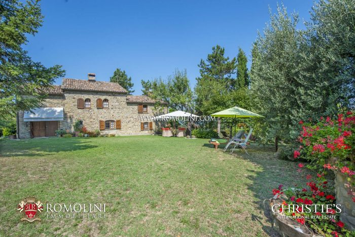 FARMHOUSE WITH PANORAMIC VIEW FOR SALE IN UMBERTIDE