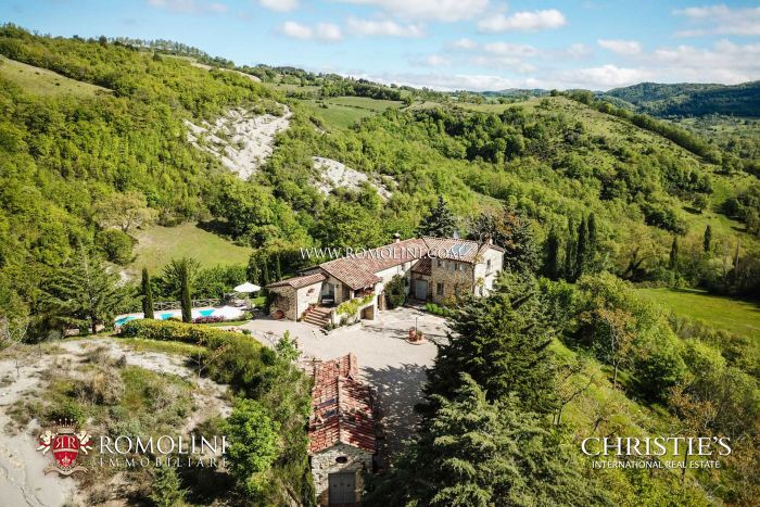 RESTORED RUSTIC FARMHOUSE FOR SALE IN UMBRIA