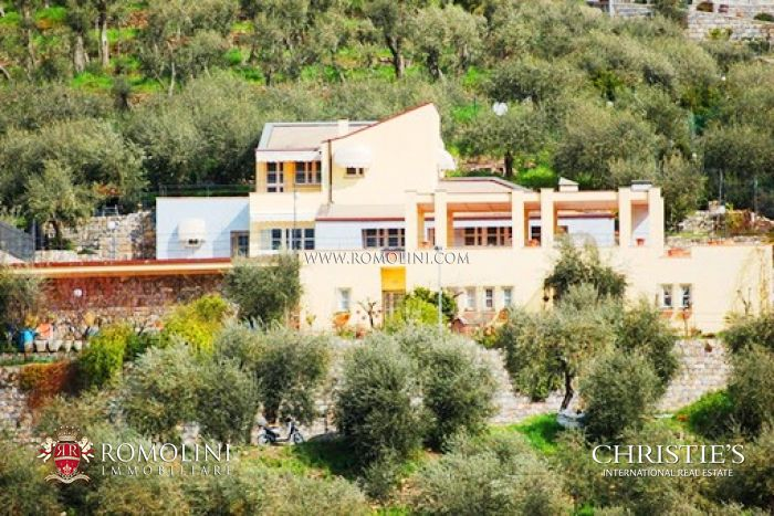 PRESTIGIOUS VILLA FOR SALE IN CHIAVARI LIGURIA