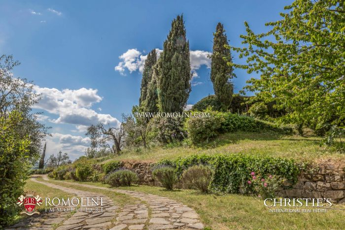 PROPERTY WITH GARDEN FOR SALE PIAN DEI GIULLARI, FLORENCE