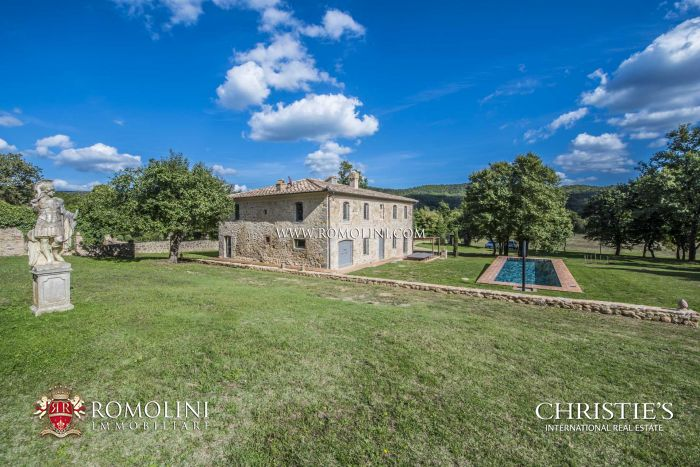 TUSCAN FARMHOUSE FOR SALE IN SIENA, ABBEY OF ST. GALGANO