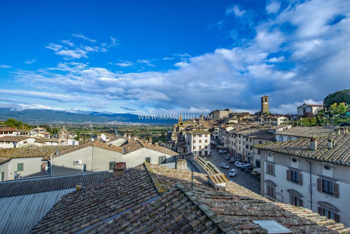 ANGHIARI: 2-BEDROOM APARTMENT FOR SALE IN THE HISTORIC CENTER