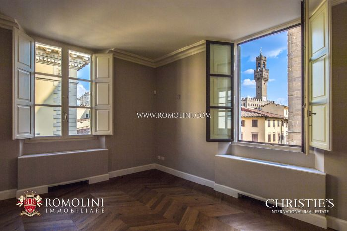 LUXURY APARTMENT FOR SALE IN THE HISTORIC CENTER OF FLORENCE