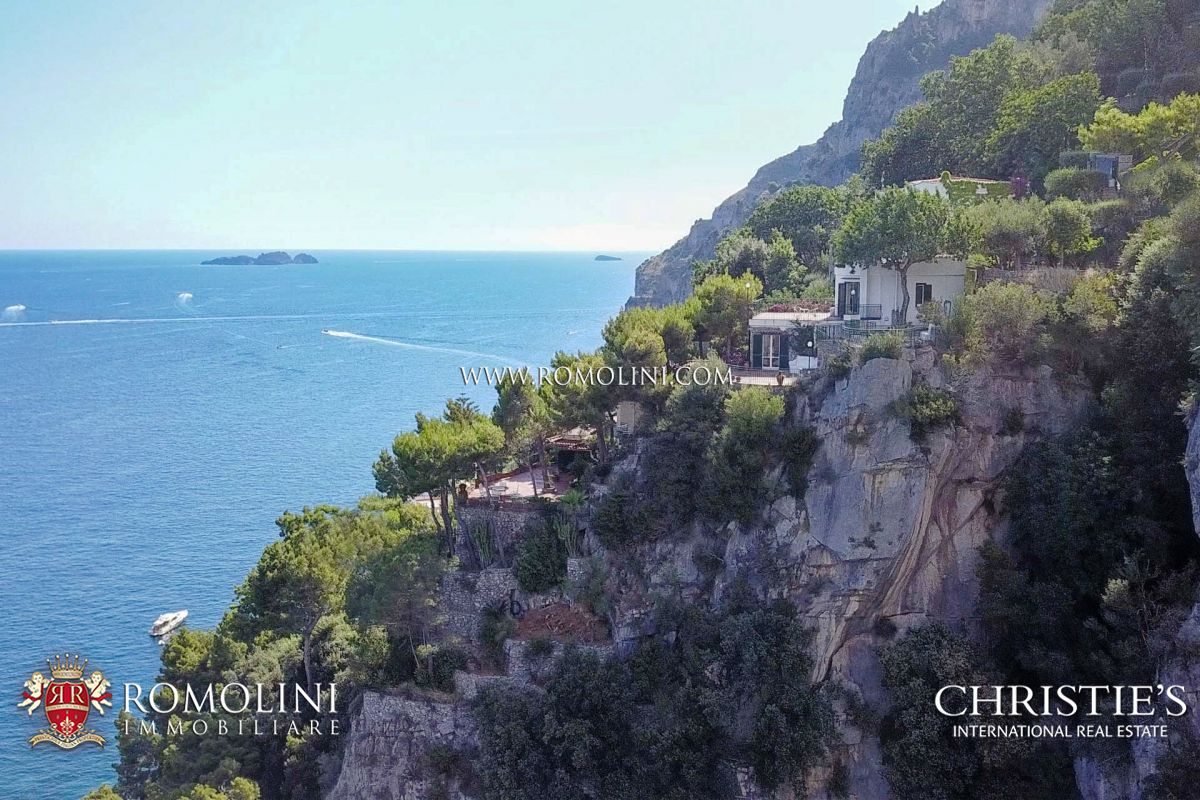SEAFRONT VILLA FOR SALE IN POSITANO, AMALFI COAST, PRIVATE CAR PARK