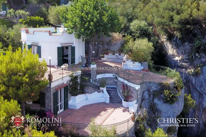 WATERFRONT VILLA FOR SALE IN POSITANO, AMALFI COAST, PRIVATE CAR PARK