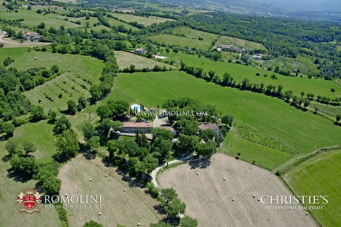 FARMSTEAD FOR SALE IN TUSCANY, AREZZO