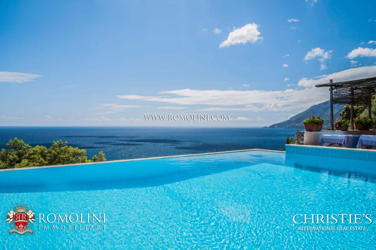 PIED DANS L'EAU WATERFRONT VILLA FOR SALE AMALFI COAST