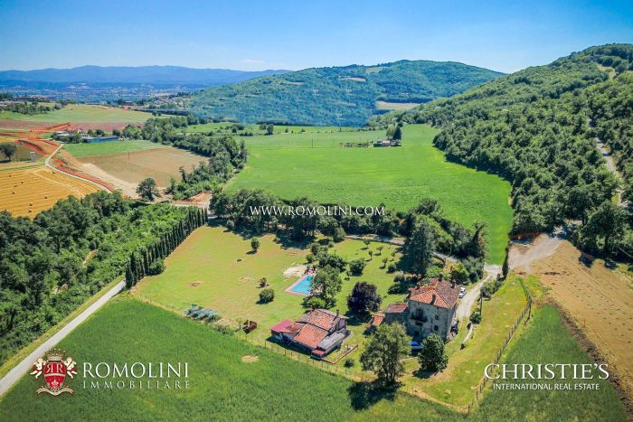 COUNTRY HOUSE WITH POOL AND WELLNESS CENTER FOR SALE IN SANSEPOLCRO, TUSCANY