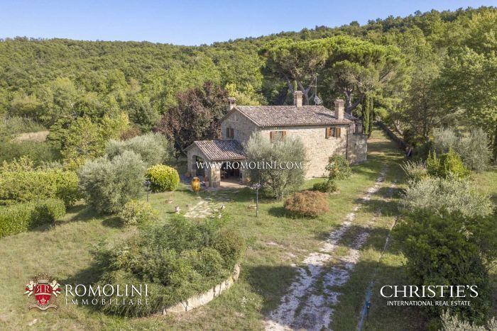 RESTORED COUNTRY HOUSE FOR SALE IN UMBRIA