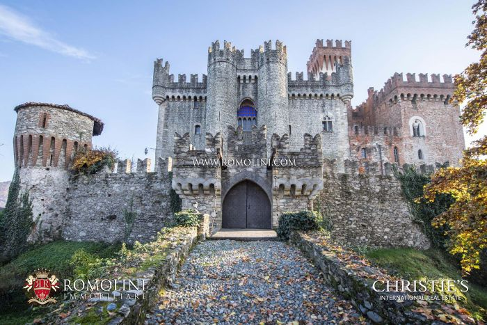 14th-CENTURY CASTLE FOR SALE IN ITALY, PIEDMONT