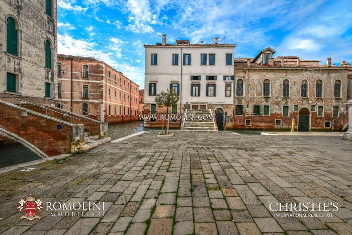 RESTORED APARTMENT FOR SALE IN VENICE, CASTELLO DISTRICT