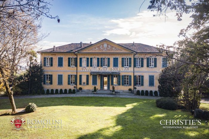 LUXURY VILLA FOR SALE ONE HOUR FROM MILAN, ITALY