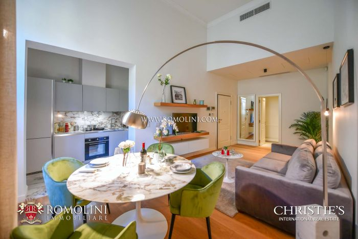 LUXURY RESTORED APARTMENTS FOR SALE FLORENCE ITALY, PIAZZA DUOMO