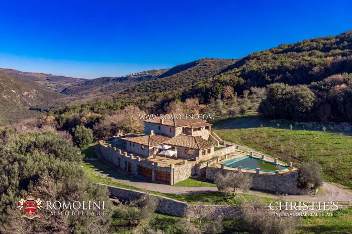 LUXURY RESTORED VILLA FOR SALE IN VAL D'ORCIA, TUSCANY