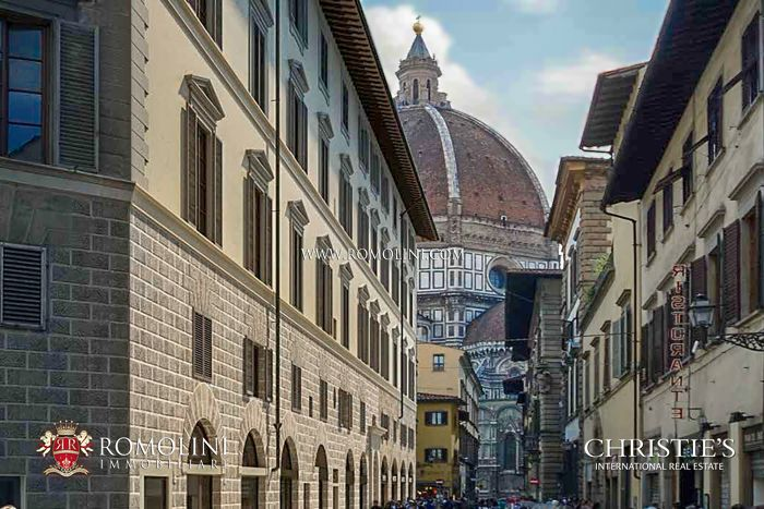 PENTHOUSE WITH BALCONIES VIEW OF THE CATHEDRAL FOR SALE FLORENCE, PIAZZA DEL DUOMO