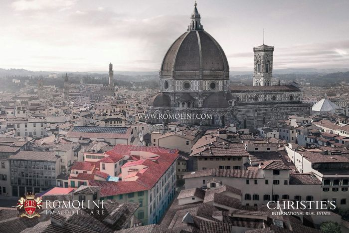 PENTHOUSE WITH BALCONIES VIEW OF THE CATHEDRAL FOR SALE FLORENCE, PIAZZA DEL DUOMOPENTHOUSE WITH BALCONIES VIEW OF THE CATHEDRAL FOR SALE FLORENCE, PIAZZA DEL DUOMO