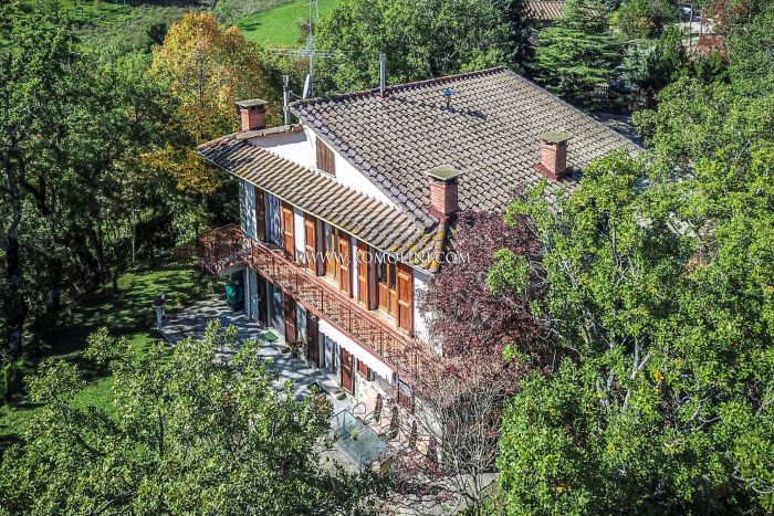 VILLA WITH GARDEN FOR SALE IN CAPRESE MICHELANGELO