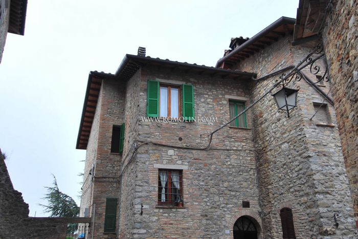 Montone Umbria Apartment with terrace for sale historical centre