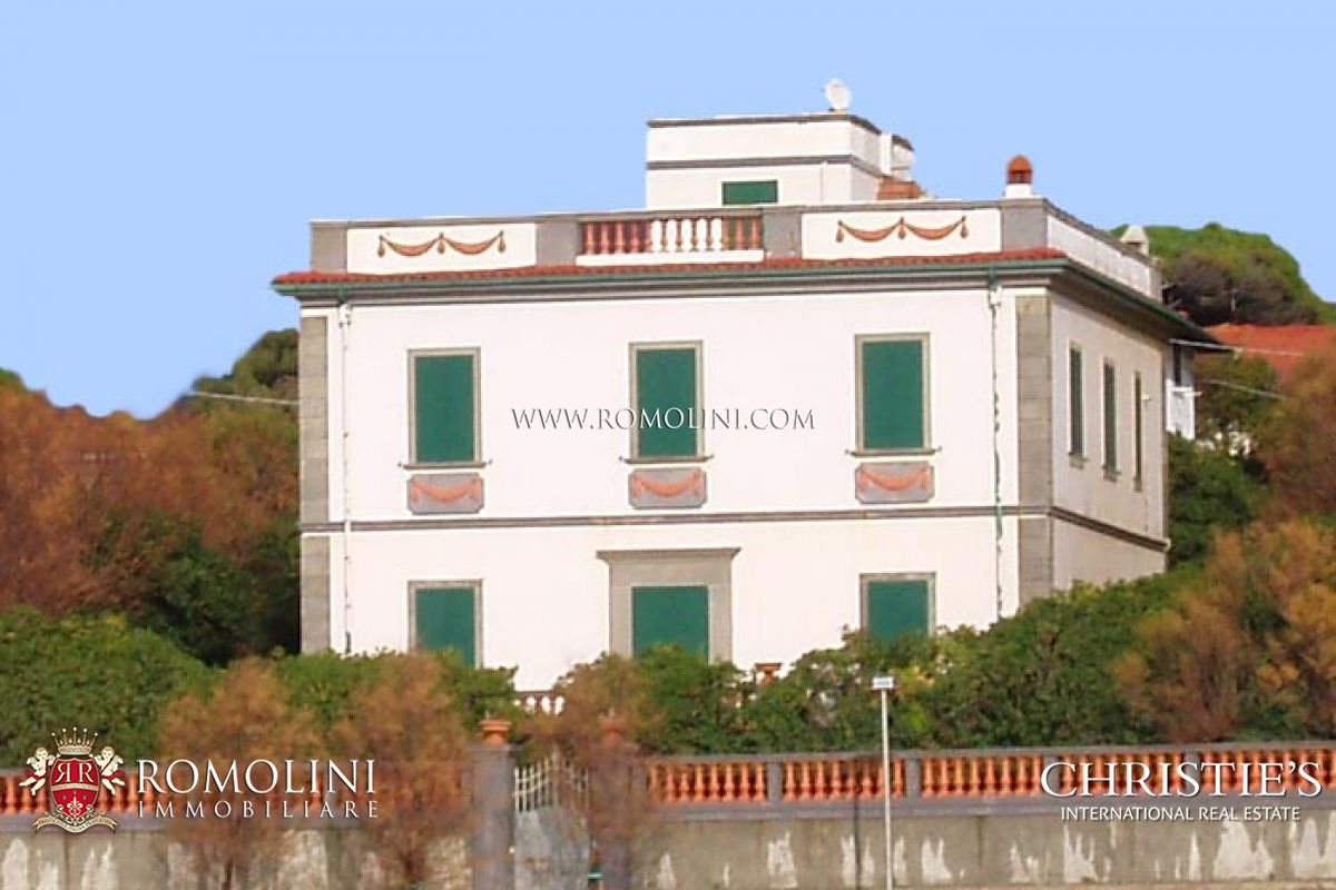 VILLA WITH ACCESS TO THE SEA FOR SALE IN TUSCANY