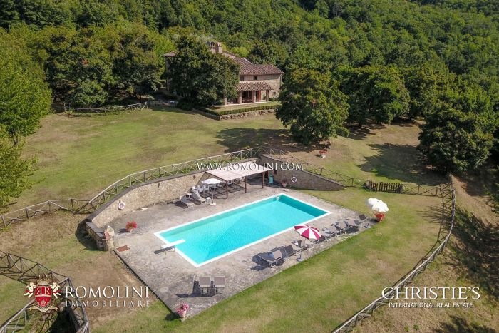 TUSCAN FARMHOUSE WITH ANNEX , SWIMMING POOL FOR SALE IN MONTERCHI, AREZZO