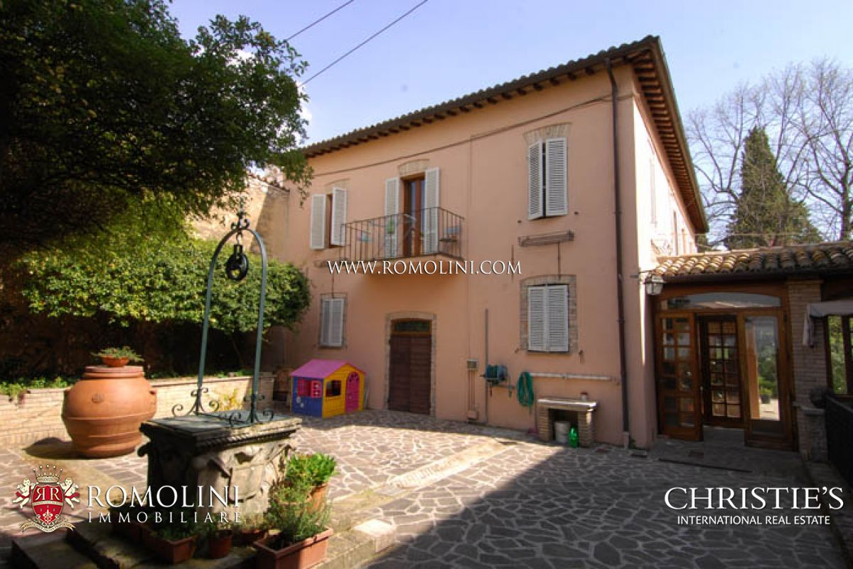 MANOR VILLA FOR SALE SPELLO UMBRIA