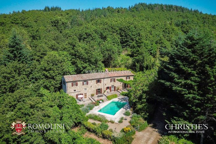 FARMHOUSE WITH POOL FOR SALE IN UMBRIA