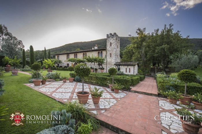 LUXURY VILLA FOR SALE IN LUCCA, TUSCANY, ITALY