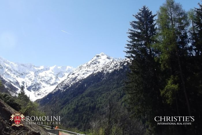 EXCLUSIVE APARTMENT IN MOUNTAIN CHALET FOR SALE, PONTE DI LEGNO