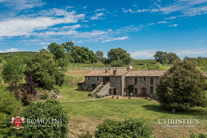 RENOVATED FARMHOUSE WITH LUXURY FINISHES LAKE BOLSENA, ORVIETO, UMBRIA