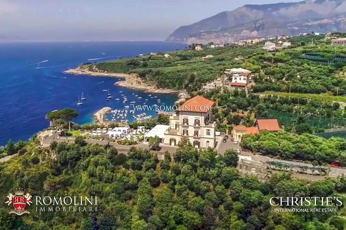 COASTAL ESTATE WITH LUXURY SEA VIEW VILLA AND 42.7 ACRES OF LAND FOR SALE ON THE AMALFI COAST, 5 km from Sorrento