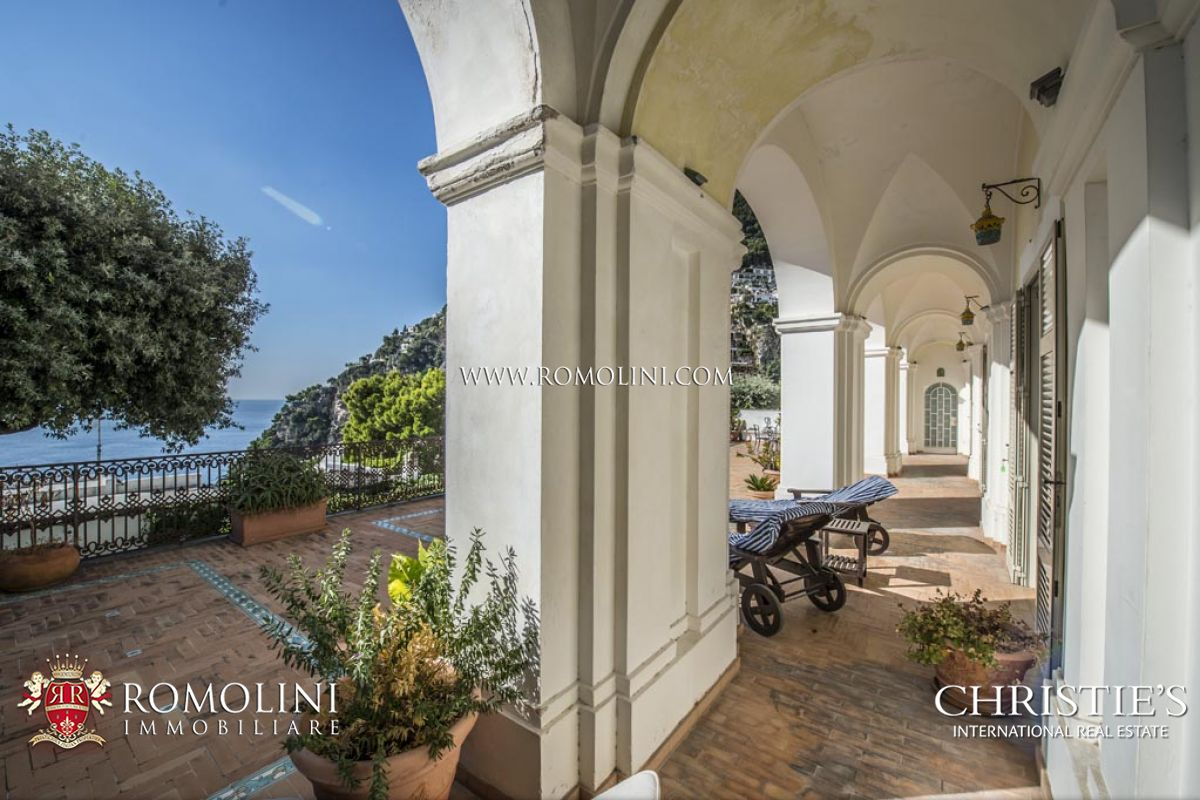 2-BEDROOM APARTMENT WITH GARAGE AND SEA VIEW TERRACE FOR SALE IN POSITANO, AMALFI COAST