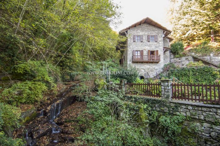 WATER MILL FOR SALE IN ITALY: Water Mill with garden for sale in Tuscany, Talla