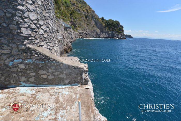 Waterfront villa with access to the sea and parking area for sale Amalfi Coast