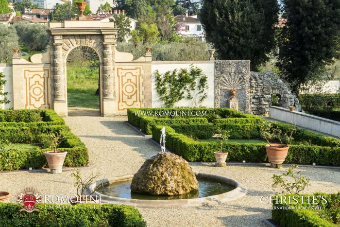 Luxury apartments in historical villa for sale in Florence