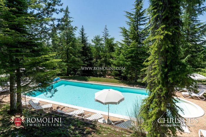 VILLA WITH DEPENDANCE AND POOL FOR SALE IN GUBBIO, UMBRIA