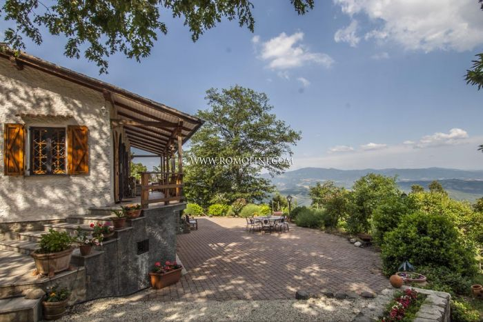 Villa with pool for sale in Tuscany