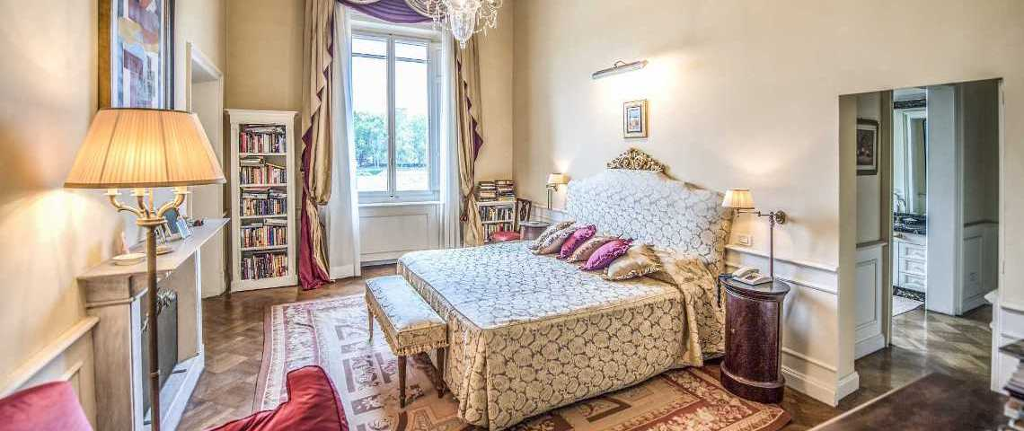 The beautiful master bedroom, with the ample window overlooking the Arno river